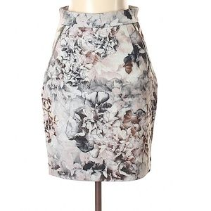 (NWOT) H&M Grey Floral Pencil Skirt